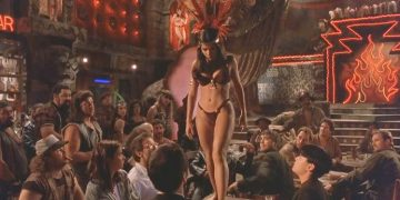 Сальма Хайек исполнила этот танец 21 год назад. Но все мужчины до сих пор без ума от него!