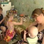 Почему я должна материально помогать глупой бабе, которая размножаться научилась,а зарабатывать на своих детей не научилась?