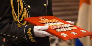 «Памятью не торгуем». Внучка адмирала подарила музею ордена за $2 млн
