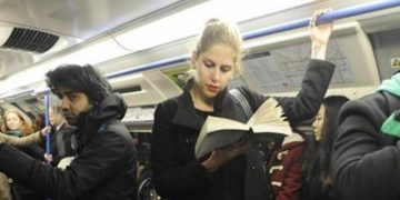 Cтою в вагоне метро