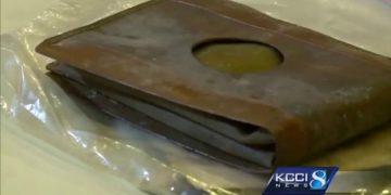 Рабочие нашли кошелёк, которому 71 год, когда они открыли его, их ждал сюрприз