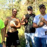 8 друзей устроили мальчишник. Но вдруг из леса к ним вышла бродячая собака