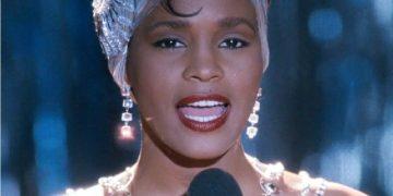 Эта певица оставила след в жизни каждого из нас. «I Have Nothing» — ее можно слушать вечно