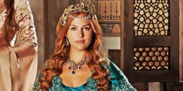 Мерьем Узерли опубликовала свои фото в юности. Поклонники не узнали актрису!