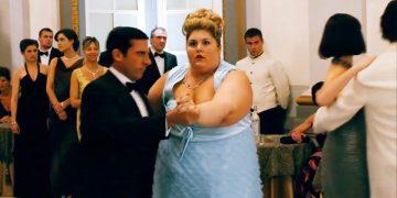 Он пригласил на танец самую аппетитную даму, все смеялись, а потом…Это нечто!