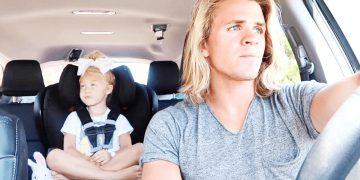 Мать была ошарашена, узнав чем её дочь занимается с отчимом в машине. Такого она не ожидала никак!