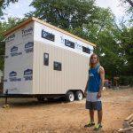 Хитрый студент построил дом, чтобы не платить за общагу. Я обалдела, увидев что там внутри!