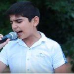 Мальчик исполнил песню «Кукушка» Когда он запел, люди сбежались с соседних улиц чтобы послушать его голос!