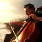 Прекрасная музыка на берегу моря от «The Piano Guys «! А вы узнали эту известную мелодию?