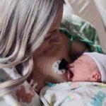 Муж сфотографировал жену с новорожденной дочерью, через 8 часов жена скончалась и превратилась в донора для пол сотни человек