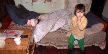 У нас в подъезде живет женщина. У неё пять детей и шестым беременна. Как-то встретила я соседку, которая живёт с ней через стенку…