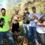 Эти парни устроили шикарный мальчишник! Но когда они жарили мясо, из лесу к ним вышла собака. То, что они сделали… Я обожаю их! (9 фото)
