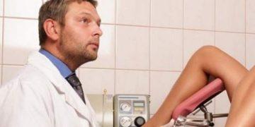Девушка засмущалась на приеме у мужчины-гинеколога, и он решил разрядить обстановку.
