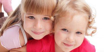 В садик ходили похожие девочки оказалось сёстры