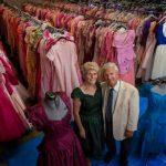 Вот это мужик! За 56 лет совместной жизни подарил жене 55 тысяч платьев