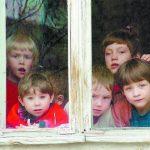 Мать уехала в Москву, взяв с собой вместо детей личные вещи