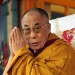 «Когда тебе кажется, что всё идёт наперекосяк, в твою жизнь пытается войти нечто чудесное» —10 напутствий от Далай-ламы
