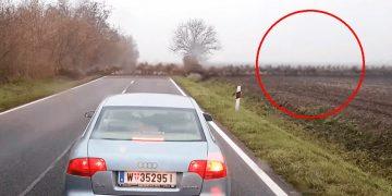 Они ехали по пустому шоссе, внезапно появилось это! Они запомнит надолго эту поездку!