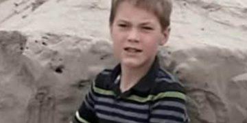 Мальчишки играли на пляже рядом с домом. Внезапно один из них нащупал в песке человеческую руку