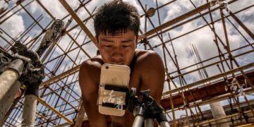 Китайский строитель стал звездой Интернета. Одноногий парень творит невероятное!