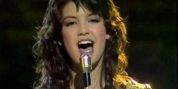 А вы узнали эту песню? Она просто Куколка, да и поёт супер!