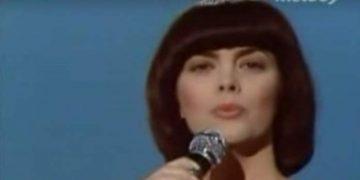 Обаятельная Мирей Матьё и её хит «Une Femme amoureuse»