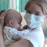 Школьница тайком от матери посещала Дом малютки, чтобы ухаживать за детьми