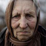 «Ведьма, ведьма!» — кричали соседские дети, но старуха целенаправленно шла в наш дом