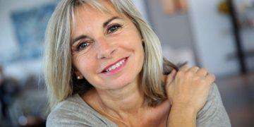 Одинокие женщины в старости здоровее и счастливее замужних