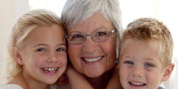 Как утверждают ученые, бабушка со стороны матери оказывает наибольшее влияние на жизнь ребенка.