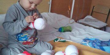4-летний малыш своими руками шил игрушки, чтобы собрать средства на свое лечение